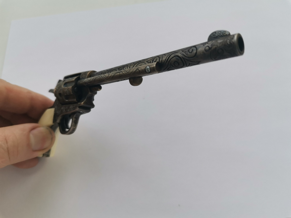 Colt 1873 Peacemaker ����������� 3