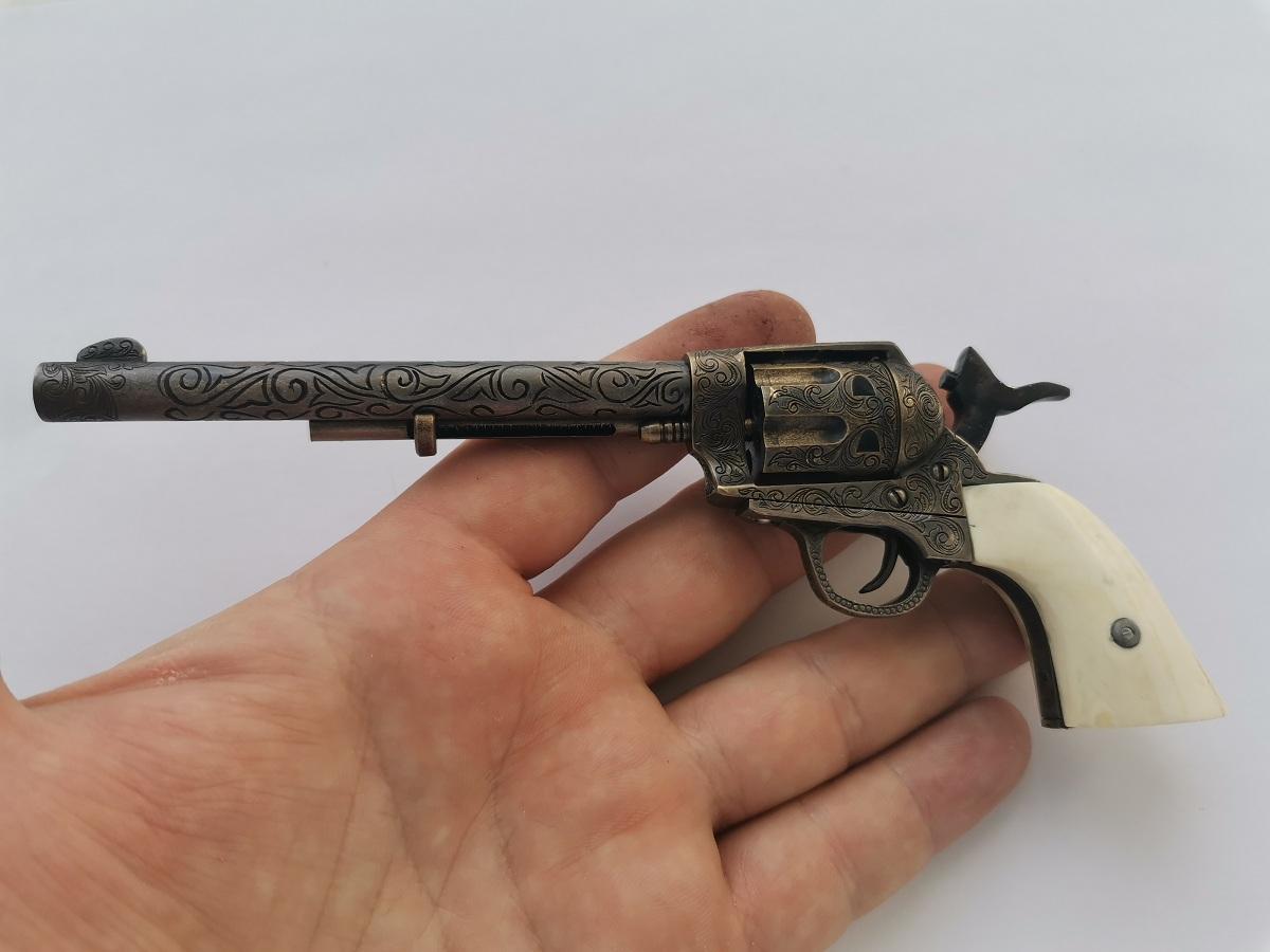 Colt 1873 Peacemaker ����������� 4