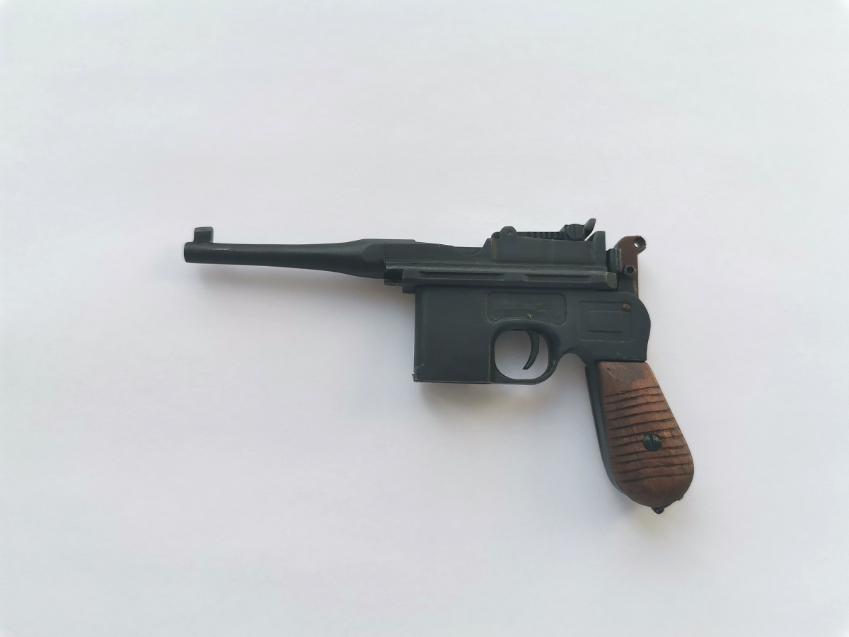 Mauser C96 with clip