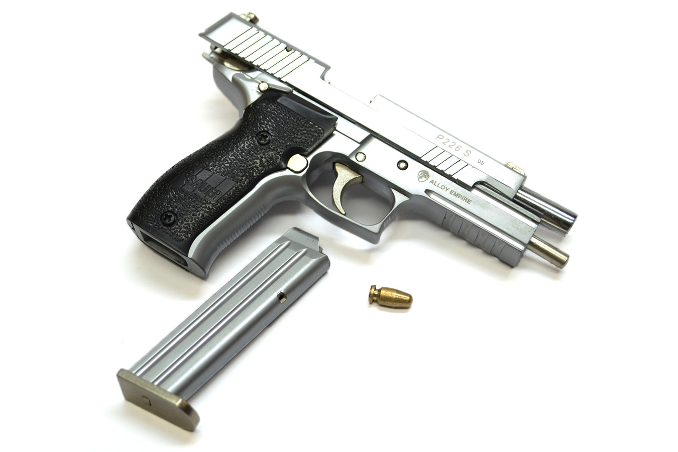 Pistol Sig Sauer P226 model in a scale of 1: 2